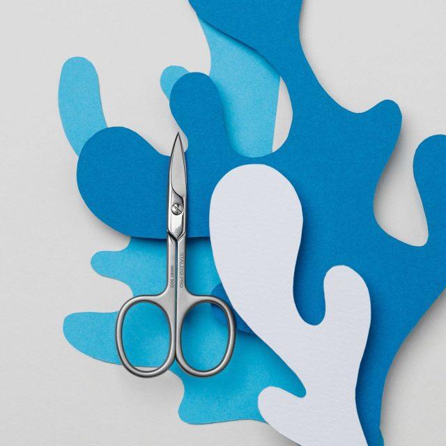 До сих пор пользуешься ножницами, чтобы обрезать ногти? Тогда для тебя у нас классное предложение — модель Smart 30/1, с помощью которой можно сделать это безопасно и быстро 🧚♂️  Ножницы Smart 30/1 имеют утолщенные полотна и классический размер колец. Такая конструкция прочная, выдерживает сильную нагрузку.  ✔ Ножницы изготовлены из высококачественной нержавеющей стали. Материал прочный и устойчивый к коррозии или повреждениям. ✔ Инструмент заточен мастером вручную. Это делает рез аккуратным и точным, а острота полотен сохраняется дольше. ✔ Полировка даёт ножницам дополнительную стойкость к коррозии и стильный матовый внешний вид. Других таких ножниц точно не будет ни у кого!  Ножницы Smart 30/1 поддаются дезинфекции и стерилизации. Главное ❗️– соблюдать правила температурного режима и приготовления специального дезраствора. Подробную инструкцию ищи по QR-коду на упаковке 👍🤞  _______________ Do you still use scissors to cut your nails? Then we have an excellent offer for you - the Smart 30/1 model, with which you can do it safely and quickly. 🧚♂️  The Smart 30/1 scissors have thicker blades and classic ring sizes. This design is durable and can withstand heavy loads.  ✔ The scissors are made of high-quality stainless steel. The material is durable and resistant to corrosion or damage. ✔ The tool is sharpened by a specialist manually. It makes the cut neat and precise, and the sharpness of the blades lasts longer. ✔ Polishing gives the scissors extra corrosion resistance and a stylish matte look. No one else will have such scissors!  Smart scissors 30/1 can be disinfected and sterilized. The main thing is to follow the rules of the temperature regime and the preparation of a special disinfectant solution. For detailed instructions, look for the QR code on the package.